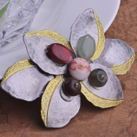 0206100332 Antique Silver Colored Stone Flower Brooches 1 color