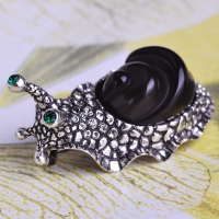 7106100426 Classic Crystal Snailed Small Brooch 1 color